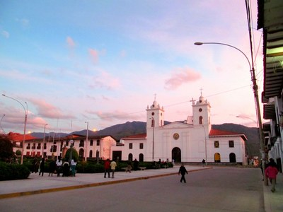 1115 - Chachapoyas Peru plaza and church and sunset.JPG